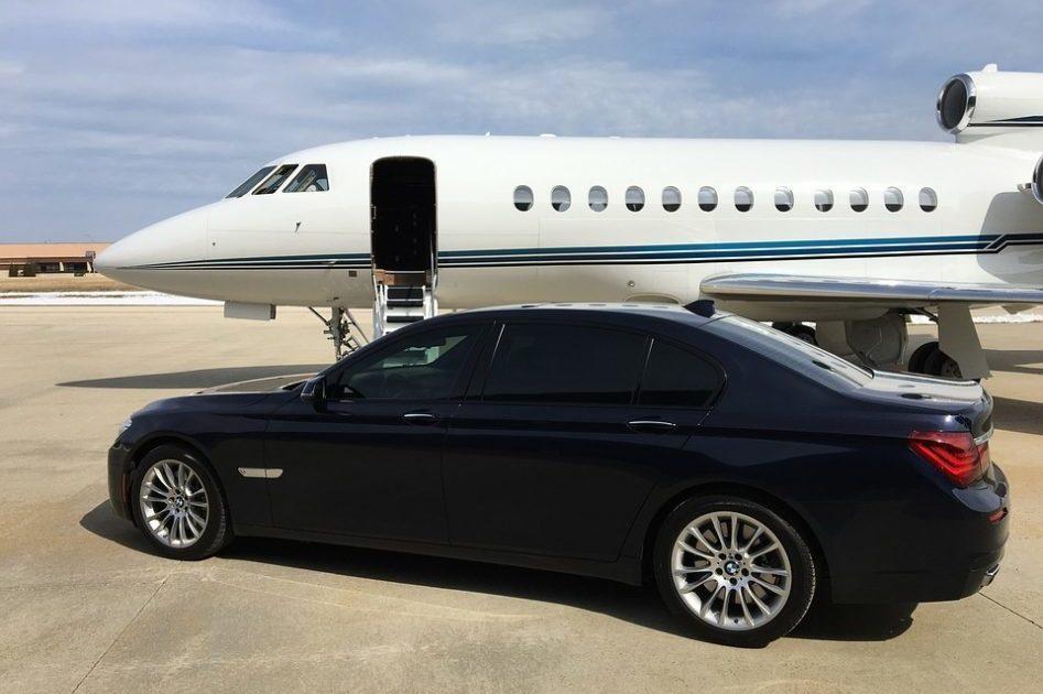 Jet privé et voiture de luxe