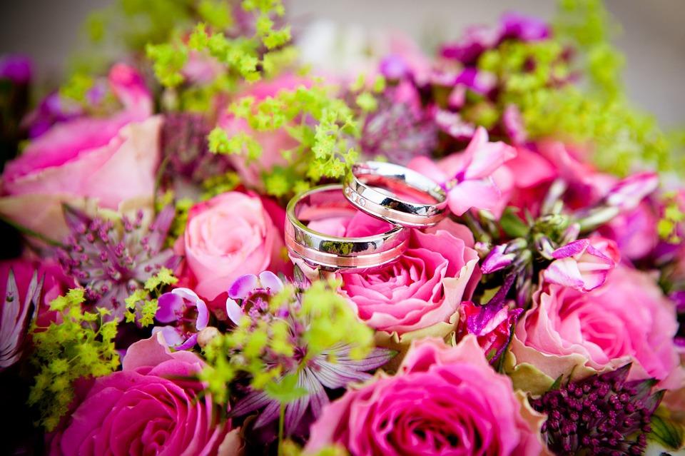 fleurs et bague
